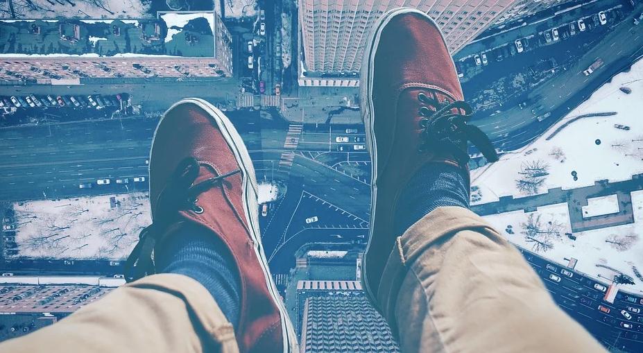 ¿Cómo disimular los pies grandes? Consejos para hombres