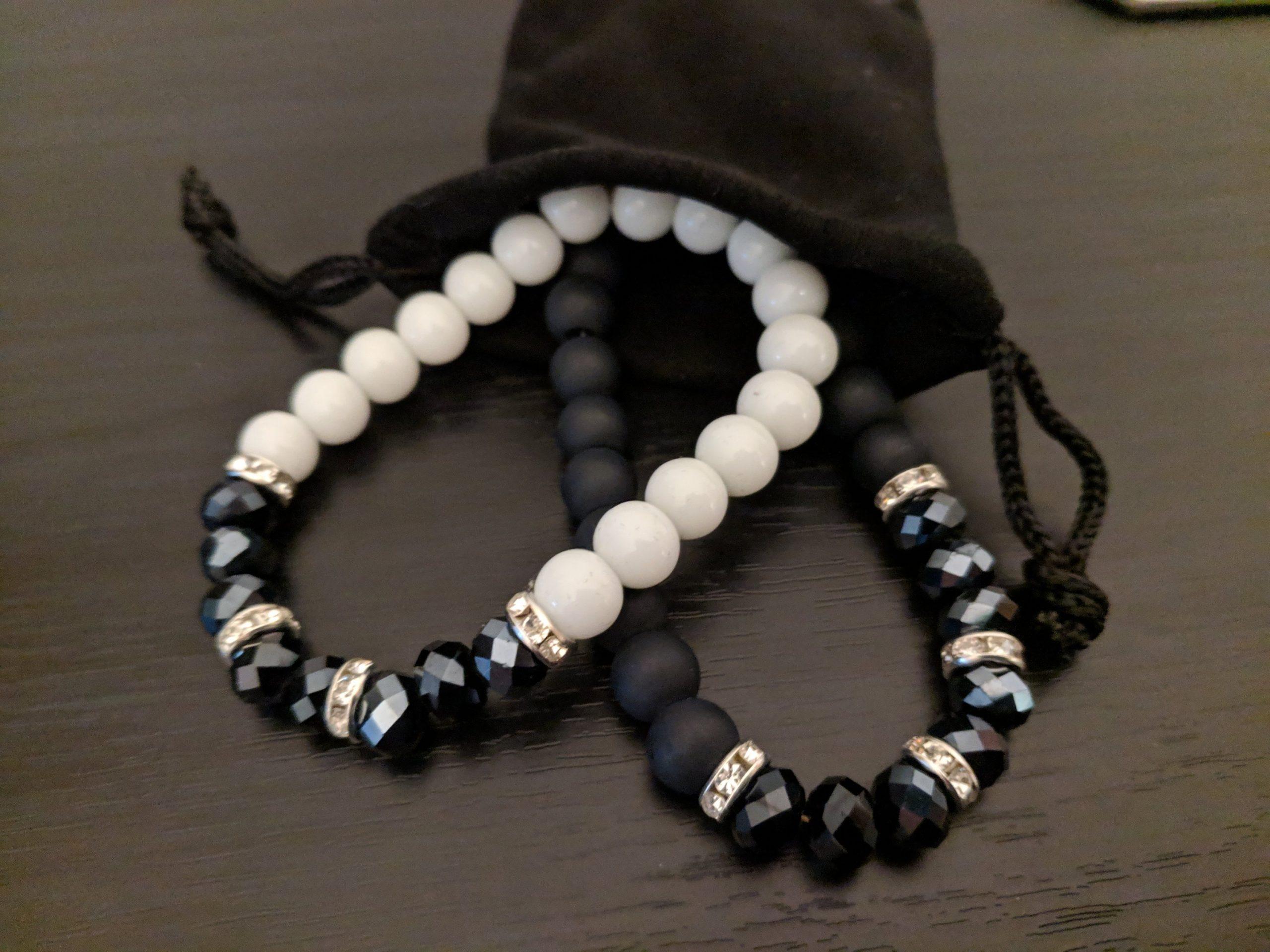 !Ya a la venta¡ Elegante pulsera edición negra o blanca