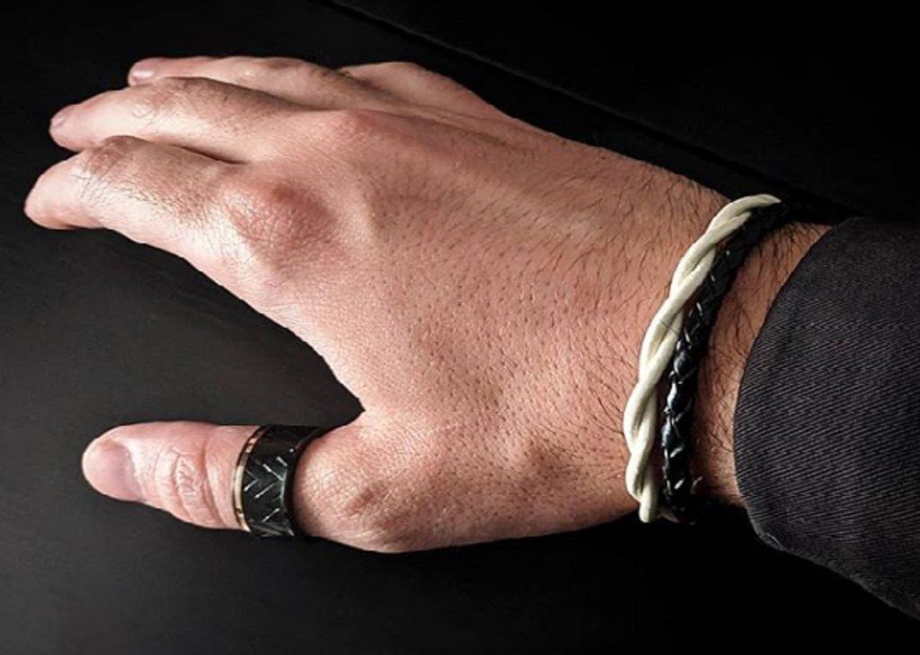 Aprende a combinar pulseras de cuero