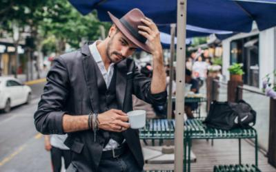 Cómo combinar sombreros de hombre en invierno